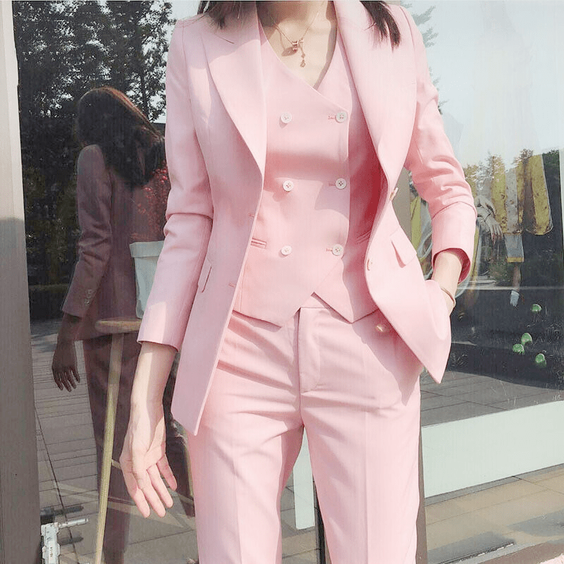 Women's-Suits-Come-in-Different-Designs-and-Styles